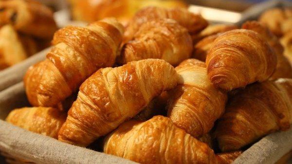 ขนมครัวซอง (Croissant) เบเกอรี่หรือขนมอบจากฝรั่งเศสแบบไหนที่คุณชอบ