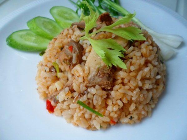 เมนูข้าวผัดปลากระป๋อง เป็นเมนูที่ลงทุนน้อยแต่แสนอร่อยทำทานเองได้ง่าย ๆ