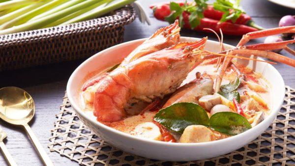 ของกิน อาหารสไตล์สตรีทฟู้ดย่านตรอกข้าวสารถูกปากถูกใจทั้งคนไทยและต่างชาติ