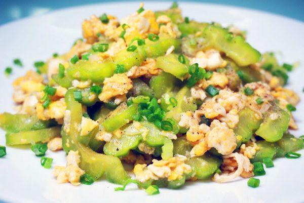 เมนูมะระผัดไข อาหารไทย นอกจากจะมีรสชาติขมยังมีประโยชน์ต่อสุขภาพมากมาย