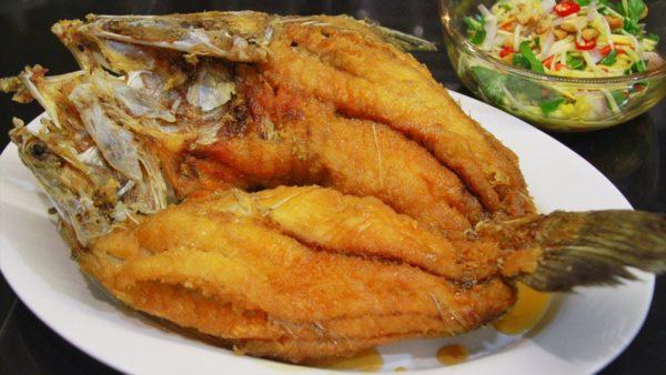 เคล็ดลับการทำ เมนู ปลากะพงทอดน้ำปลา ทำเองได้ง่าย ๆ น่ารับประทาน