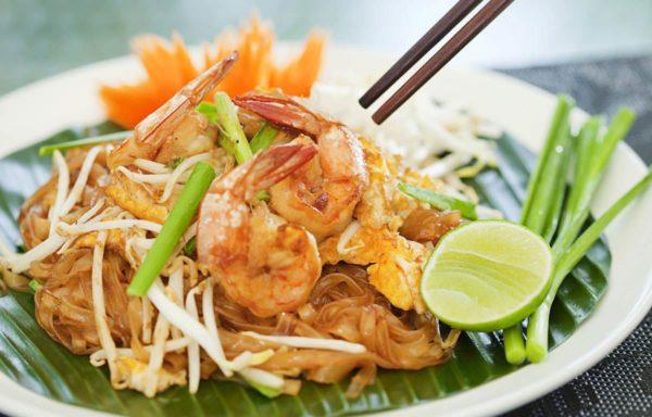 เมนูผัดไทย จัดเป็นอาหารจานด่วน จานเดียวที่ครบและอุดมไปด้วยสารอาหารต่าง ๆ