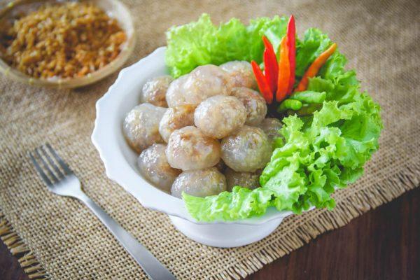 วันนี้มารู้จักเมนู สาคูไส้หมู ขนมแสนอร่อยกินแบบเพลิน ๆ แถมแสนถูก