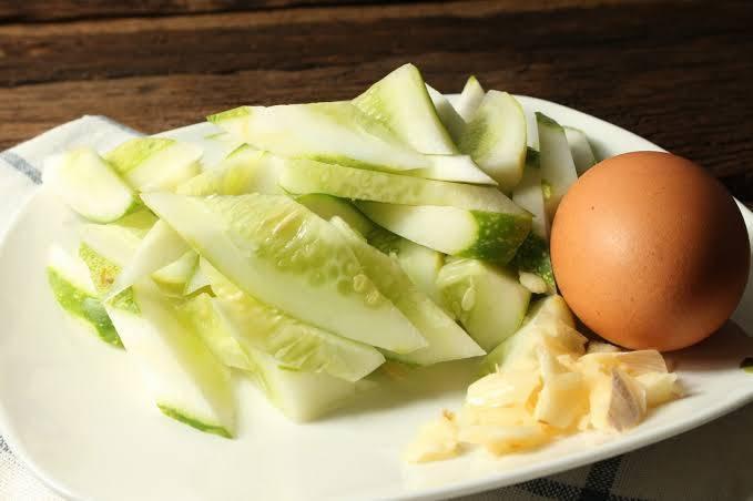 แตงกวาผัดไข่ อาหารเพื่อสุขภาพ
