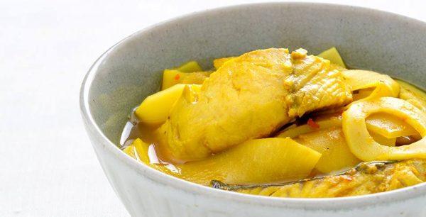 กินกับข้าวสวยร้อน ๆ เมนู แกงเหลืองหน่อไม้ดอง รับรองอร่อยติดใจ